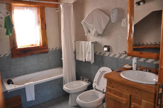 Cabanas Puerto Pireo: baño con hidro