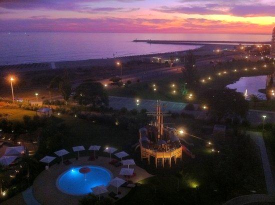 Crowne Plaza Vilamoura - Algarve : Amazing colourful balcony sunsets