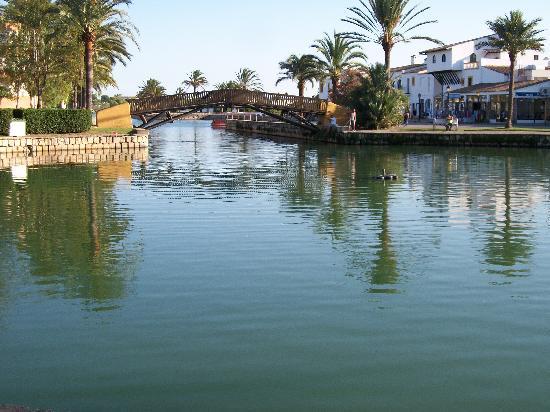 BelleVue Club: The Lake
