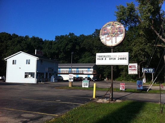 Lake Mills (WI) United States  city photos : Pyramid Motel Lake Mills, WI All You Need To Know TripAdvisor
