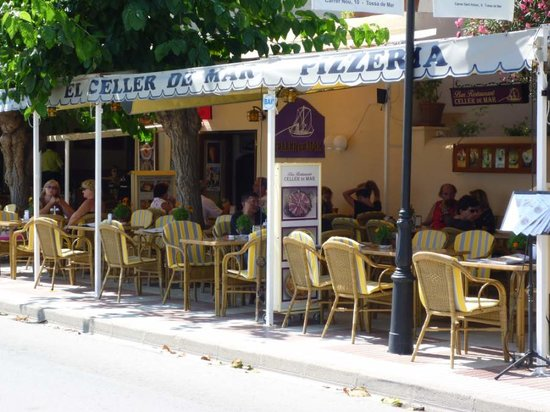 Celler de Mar: Good service and great for people watching