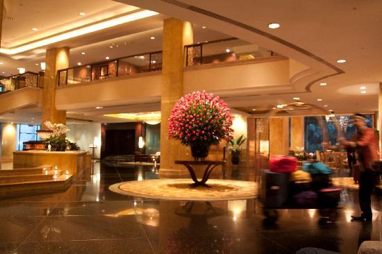 โรงแรมแชงกรี-ล่า กัวลาลัมเปอร์: Opulence in the Lobby!