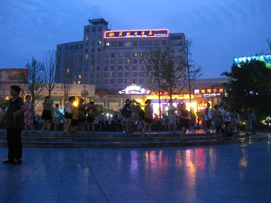 Poem City Hotel: Night view of the hotel from Taibai Plaza