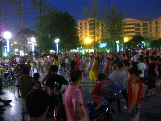 Poem City Hotel: belly dance groups at Tai Bai Plaza