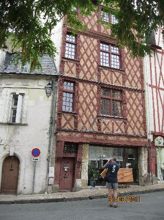 Hotel Du Parc : A very pretty medieval town with a castle