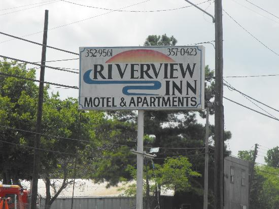 Riverview Inn Motel & Apartments: Sign
