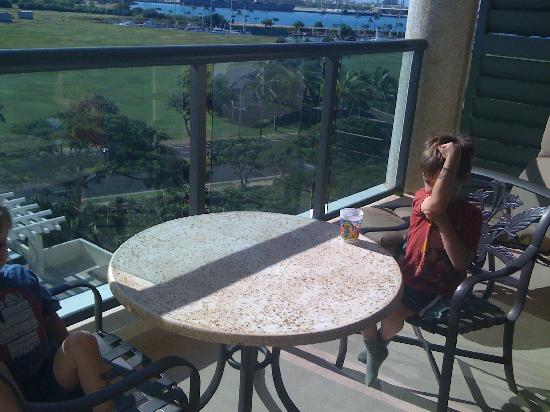 Marriott Ko Olina Beach Club: Eating breakfast on balcony