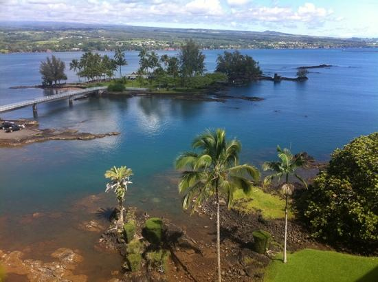 Castle Hilo Hawaiian Hotel: view of coconut island from our room on the top floor!