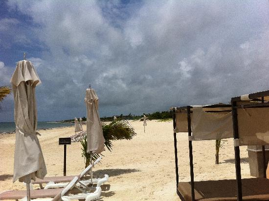 Moon Palace Cancun: No one on the beach at 11am?