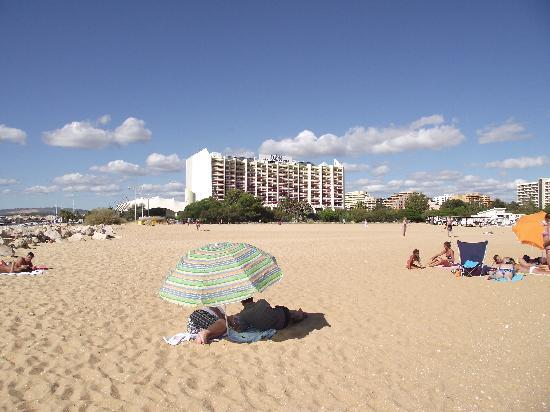 Tivoli Marina Vilamoura: Hotel from beach