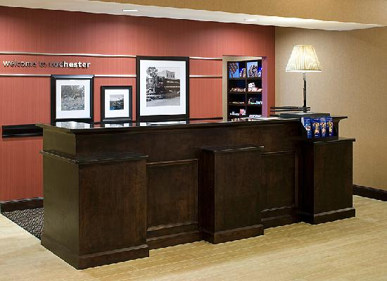 ‪هامبتون إن آند سويتس روتشستر - نورث: Welcome to the Hampton Inn & Suites - Front Desk‬