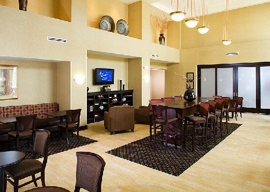 Hampton Inn & Suites Rochester - North: Come enjoy a hot cup of coffee while relaxing in our lobby.