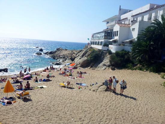 H·TOP Caleta Palace: The gorgeous pebble beach