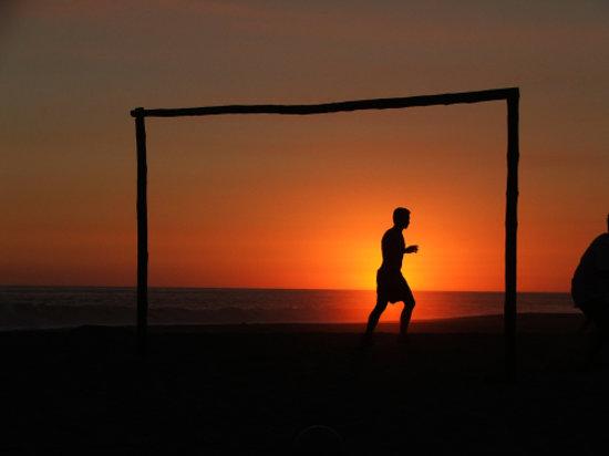 Tierraventura Ecoturismo  Day Tours: Sunset goal keeper at La Ventanilla, Oaxaca