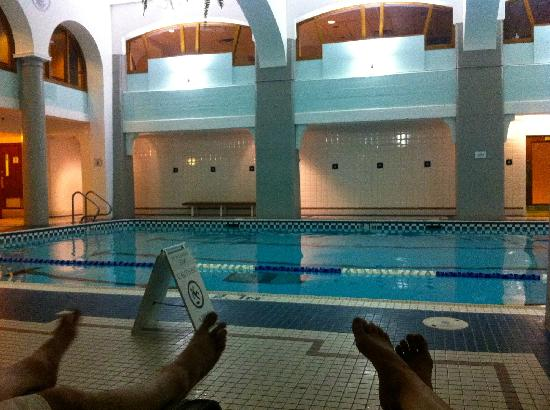 Fairmont Banff Springs: The pool