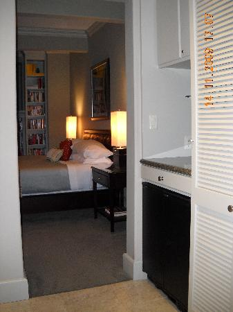 The Guesthouse on Allen Street: Room view from vanity area