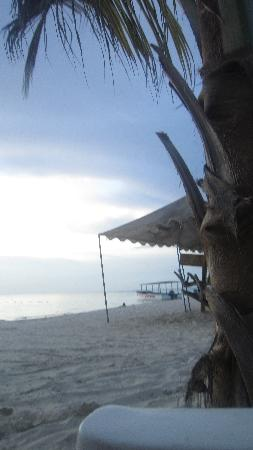 Negril Tree House Resort: Beach @ Treehouse
