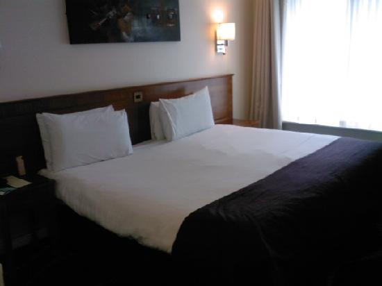 Letto king size - Picture of Arlington Hotel O\'Connell Bridge ...