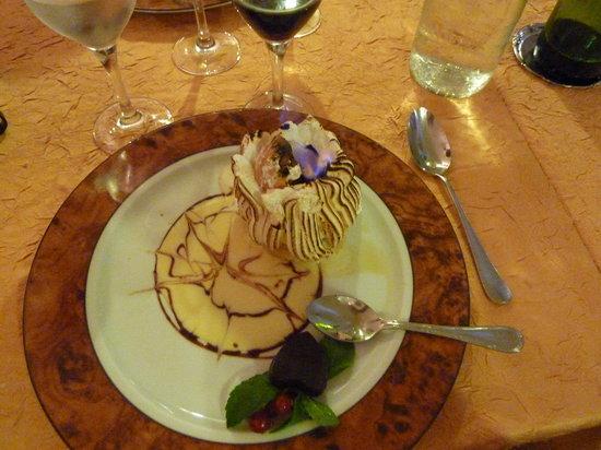 LA CAVERNE : Dessert : le volcan glacé(un délice)