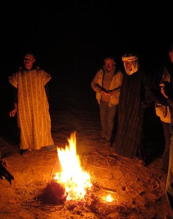 Ranch de Diabat: animation de soir au bivouac pendant la randonnèe
