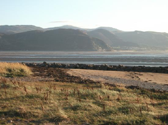 The Clontarf Hotel: View from west of Llandudno outside the hotel