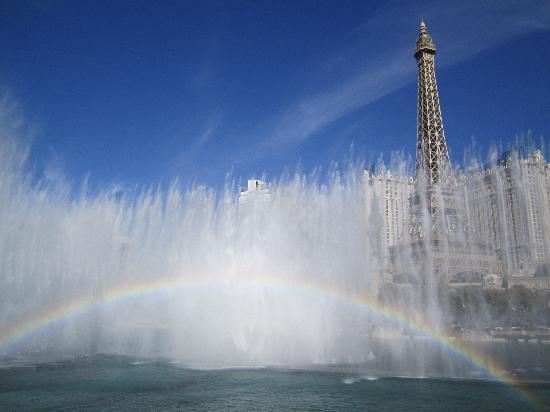 น้ำพุเบลลาจิโอ: Fountain show in the day.
