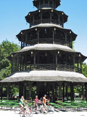 อิงลิชการ์เดน: Chinese Pavilion is a good place to stop and rest