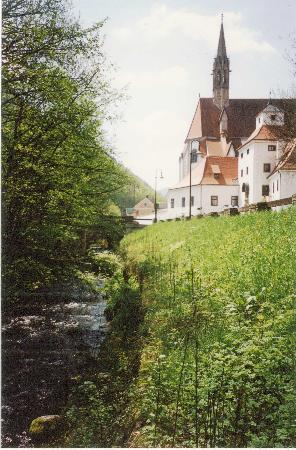 Hotel Kartause Gaming : An older photo scanned in from 1995 with the small Erlauf creek running by