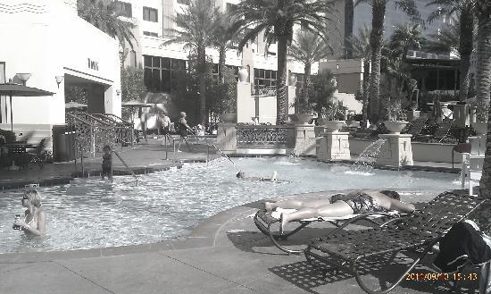 โรงแรมฮิลตัน แกรนด์ เวเคชั่น คลับ ออน เดอะ ลาสเวกั: Pool area