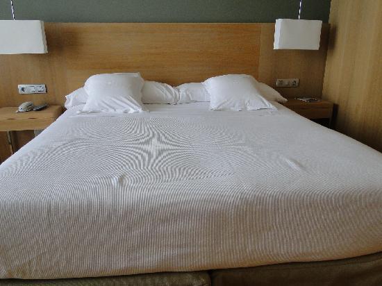 Sercotel Las Margas: cama