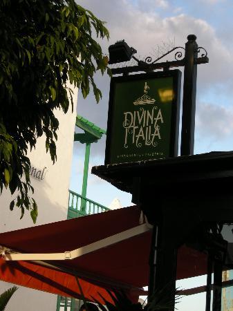 Divina Italia : Restaurants sign