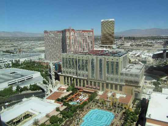โรงแรมเวเนเชียน รีสอร์ท คาสิโน: View from our suite (28th floor, Strip view)