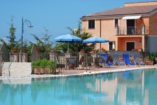 Hotel Relais du Silence Pian Delle Starze: panorama piscina