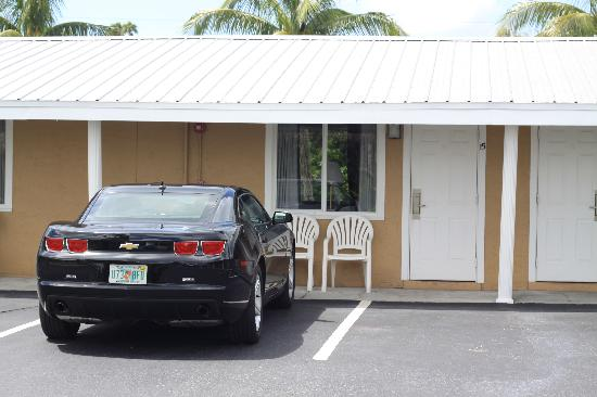 Everglades City Motel: Our rental car parked outside the room we had