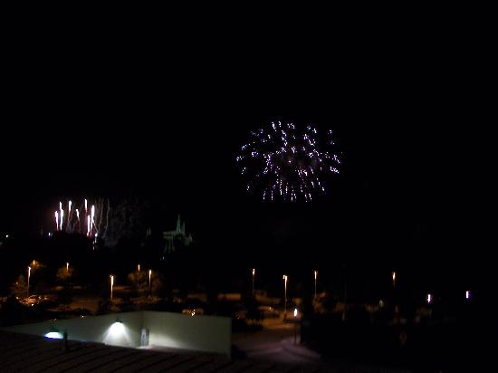 Bay Lake Tower at Disney's Contemporary Resort: fireworks from balcony