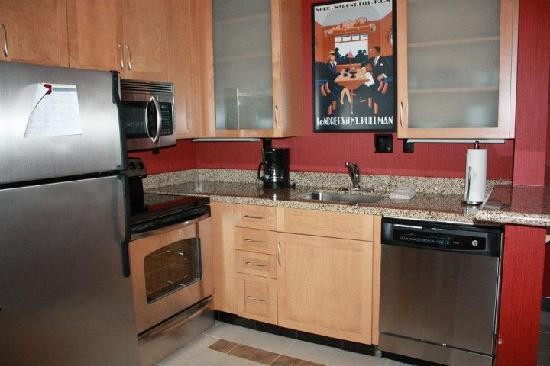 Residence Inn Charlotte Concord: Kitchen