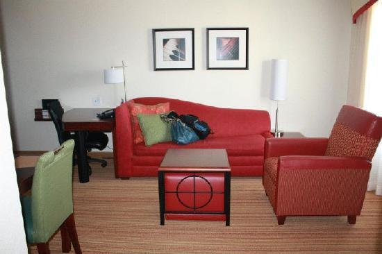 Residence Inn Charlotte Concord: Living Room