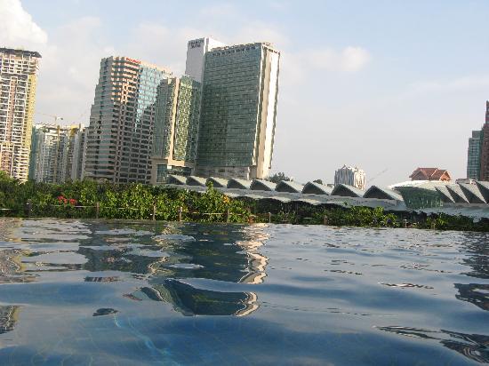 Mandarin Oriental, Kuala Lumpur: Roof pool view
