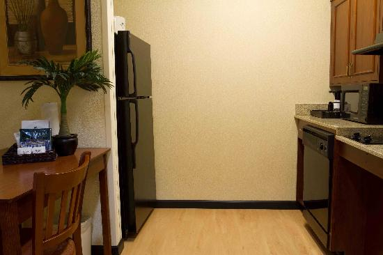 Homewood Suites by Hilton Columbia: All of our suites come with fully equipped kitchens that include full size refrigerator, dishwas