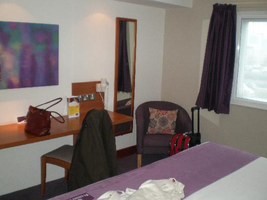 Premier Inn Southampton Airport Hotel: The room.