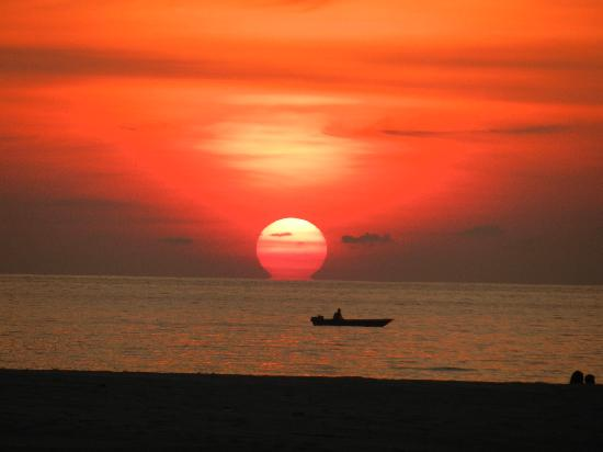 Shangri-La's Rasa Ria Resort & Spa : sunset WOW!
