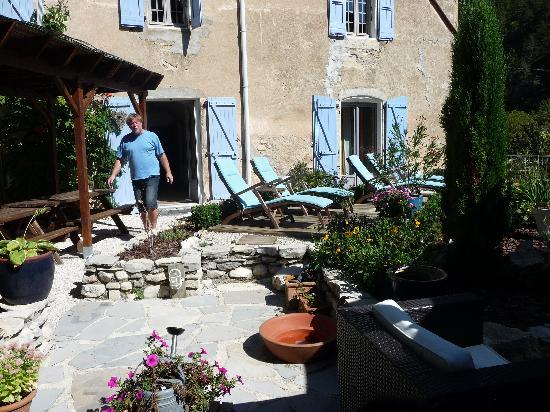 Le Sareymond : Gezellig terras met mooi uitzicht.