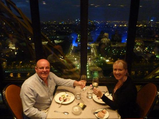 Savarin a l 39 armagnac picture of le jules verne paris - Restaurante julio verne ...