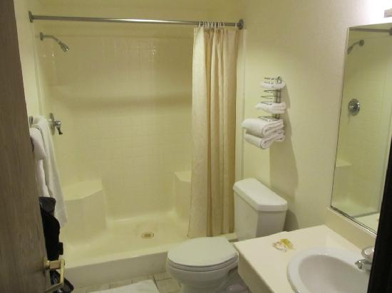 Longstreet Inn and Casino: Bathroom