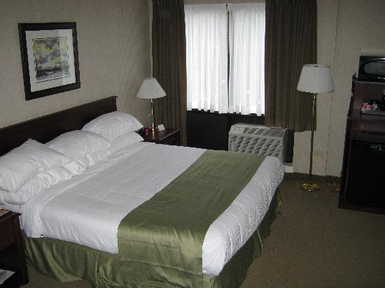 Ramada St. John's: bed