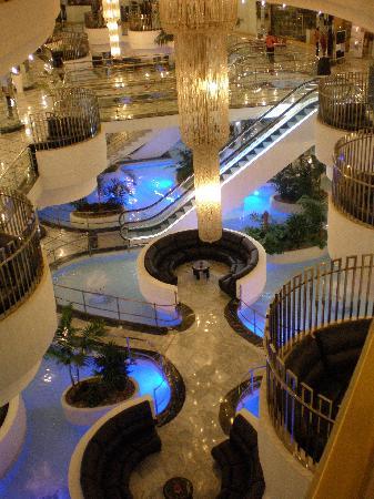 Mediterranean Palace Hotel: interno illuminato