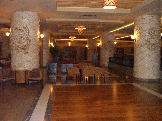 Royal Dragon Hotel: lobby