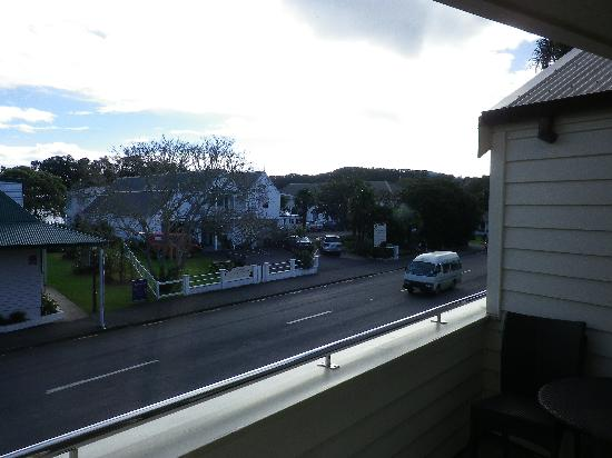 Hananui Lodge Motel: street view, very quiet.