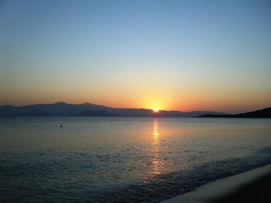 Agios Prokopios Hotel: sunset on the beach