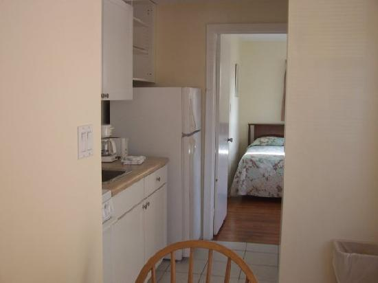 St Pete Beach Suites: kitchen/bedroom